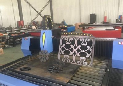 Karstās pārdošanas galda tipa mašīnas plazmas CNC griešanas mašīna